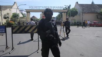 Szíriából visszatért dzsihadista család robbantott egy indonéz rendőrsnél