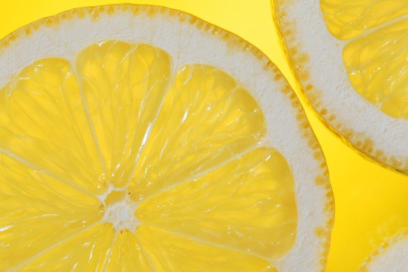 Nehéz étel után két-három csepp citromlé egy pohár vízbe téve segítheti az emésztést. Továbbá a citrom nemcsak az immunrendszert erősíti, vagy a megfázást mulasztja el: segíthet elpusztítani a hólyaghurutot okozó baktériumokat is. Ugyanez a csipkebogyó egyik előnye is, mely antibakteriális, így a hólyaghurutot is kezeli. Érdemes a kettőt felváltva kombinálni.