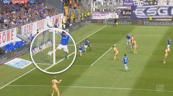 Ha a bíró észreveszi a gólt, most ünnepelnek, így osztályozóra mennek