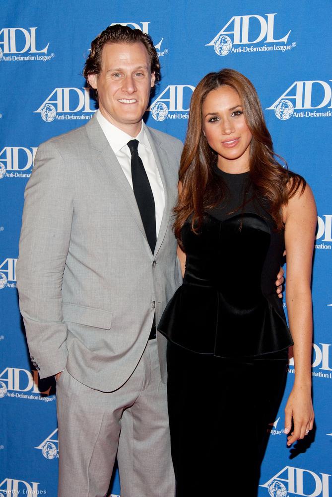 Na akkor most térjünk át egy kicsit a szerelmi életére: 2011-től 2013-ig volt a producer, Trevor Engelson felesége