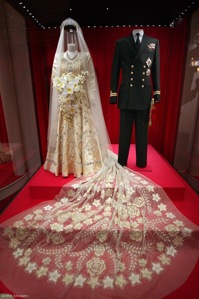 A későbbi királynő menyasszonyi ruháját természetesen a mai napig őrzik, 2007-ben a 60