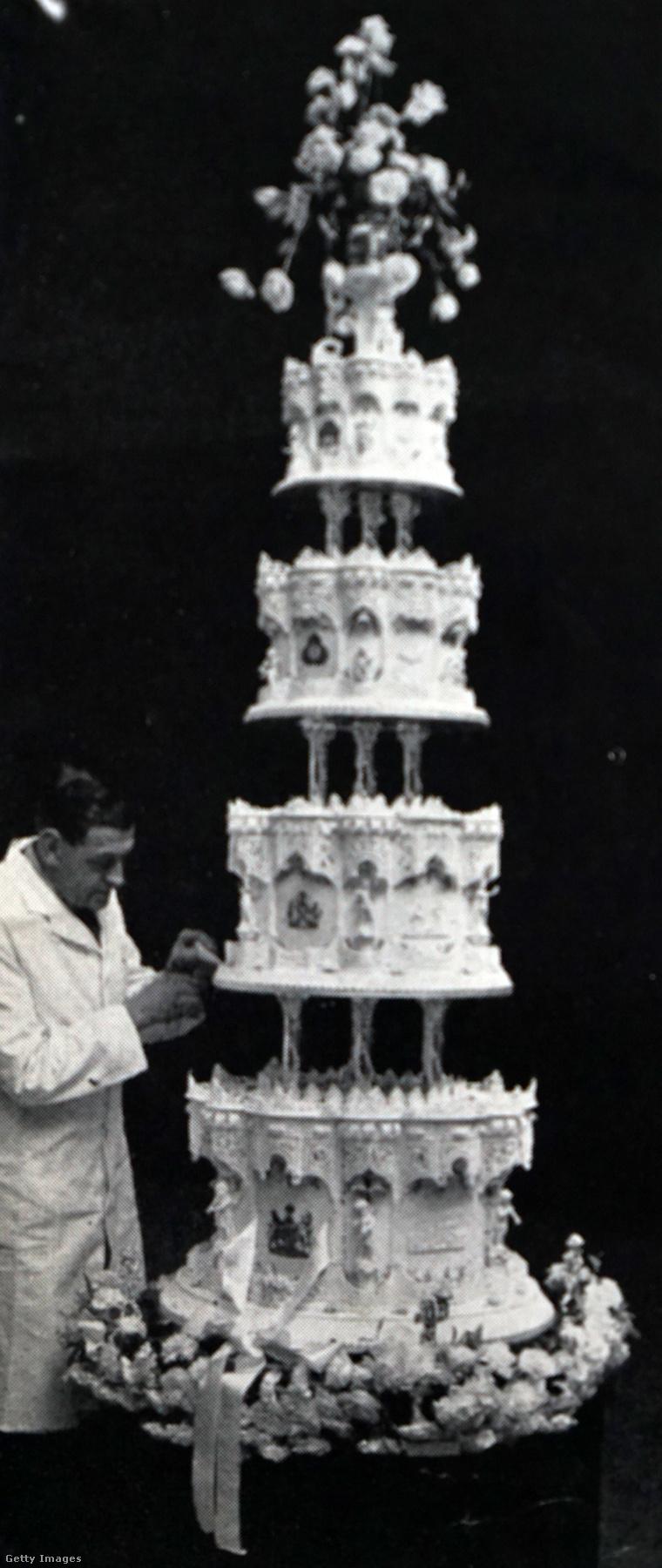 Így nézett ki a rojális lakodalmi torta 1947-ben.