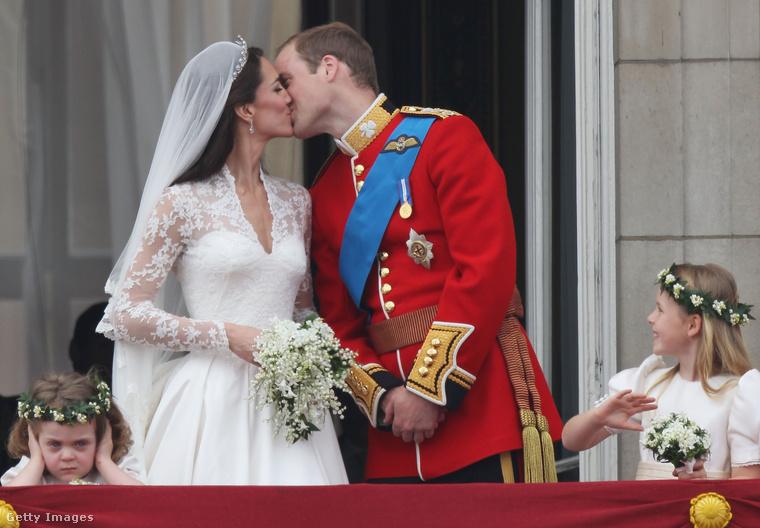 Itt látható a kis Grace akcióban, és nagyon reméljük, hogy hasonlóan szórakoztató mozzanatokban gazdag lesz Harry herceg és Meghan Markle esküvője is