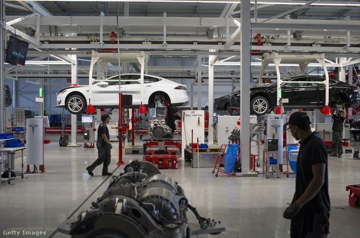 A Tesla egyik autógyára a hollandiai Tilburgban