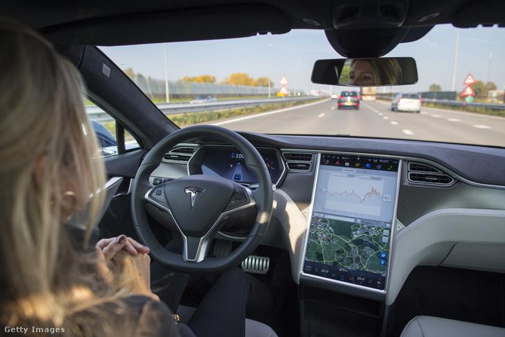 Önvezető Tesla tesztje 2015-ben