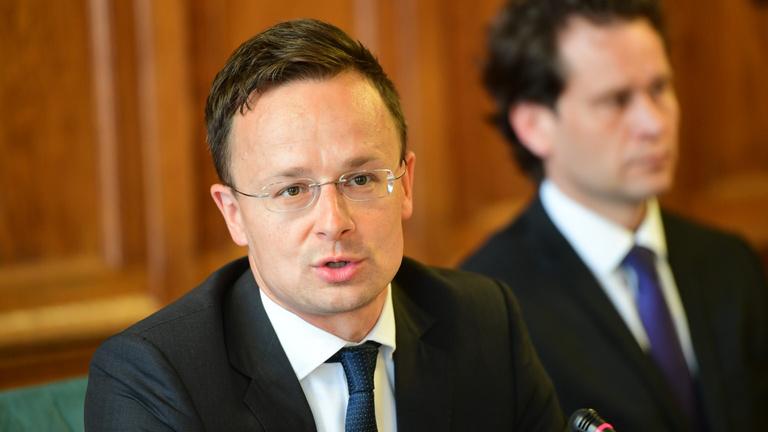 Szijjártó úgy letolta a NATO külügyminisztereit, hogy többen nem mertek felnézni az asztalról