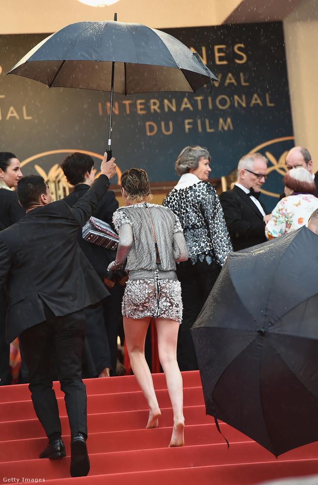 Úgyis vannak rajta kívül bőven elegen Cannes-ban, akik szexiznek, ahogy a csövön kifér, attól még, hogy Kristen Stewartnak nem kenyere az ilyesmi, nem fog összedőlni a világ.