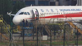 Tízezer méteres magasságban tört ripityára egy kínai Airbus szélvédője