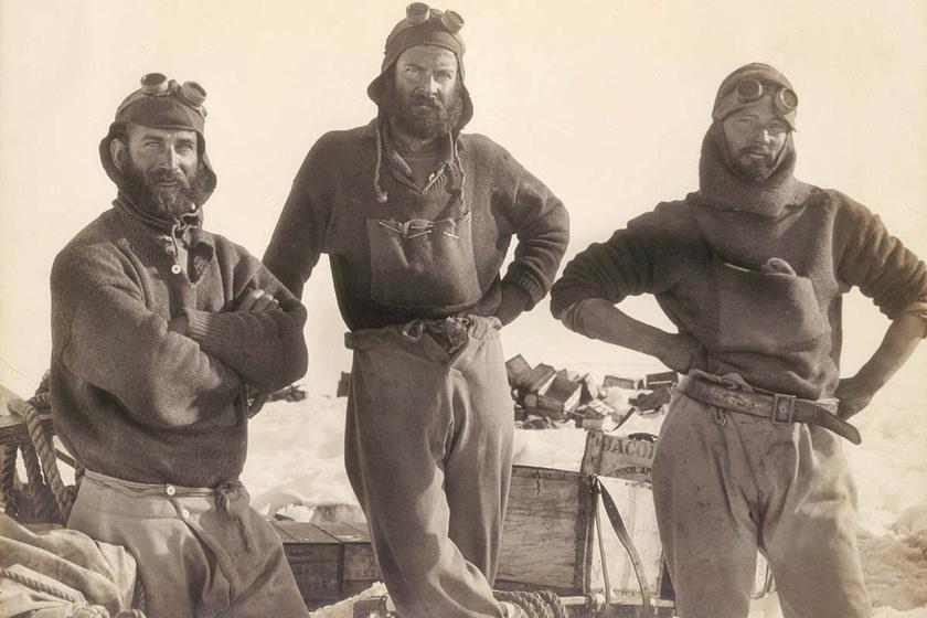 Itt még együtt a csapat: a képen Douglas Mawson, Xavier Mertz és Belgrave Ninnis látható.
