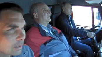 Putyin személyesen vezette át a teherautó-konvojt az új krími hídon