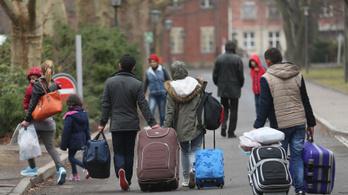 Hazajárnak nyaralni a menekültek, a németek mégsem tesznek semmit