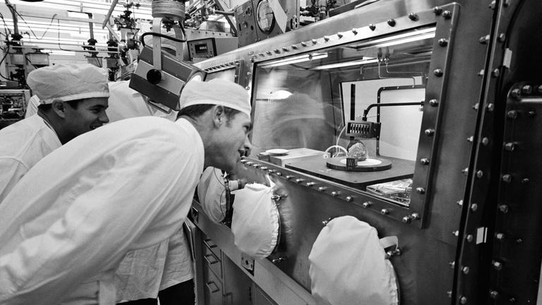A hülye gyakornok, aki ellopta a NASA-tól a Holdat