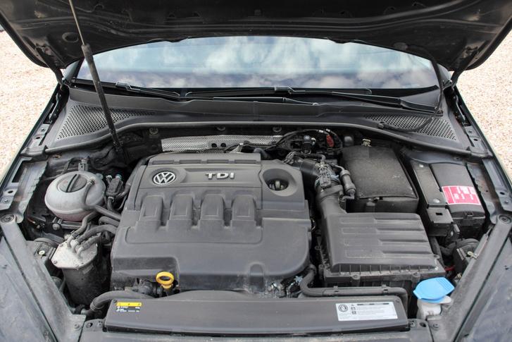 Soha nem volt a motor lemosva, ez bizony látszik is