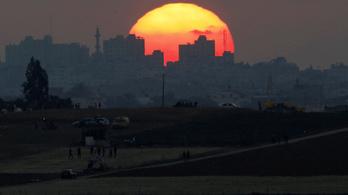 Az izraeli hadsereg segélyszállítmányt vitt Gázába
