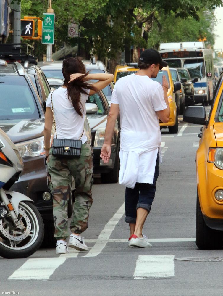 Camila Morrone is dobálja a haját.