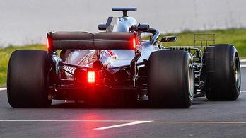 F1: furcsa fényeket próbált ki a Mercedes
