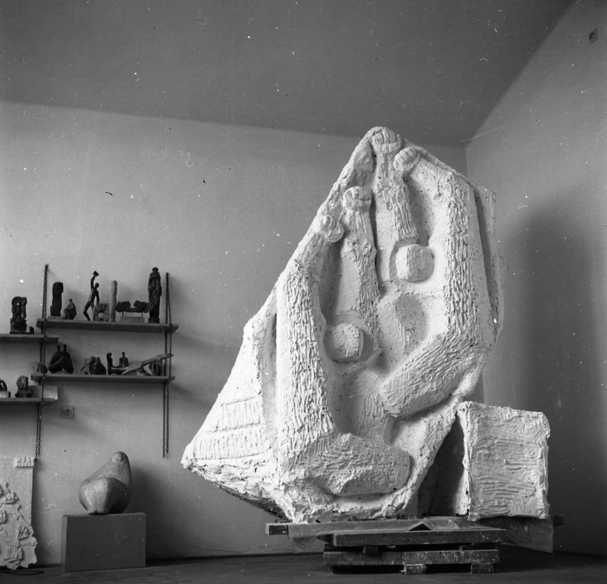 Rózsa Péter műterme az új művésztelepen. Köztéri szobrai megtalálhatók Zalaegerszegtől Budapestig.