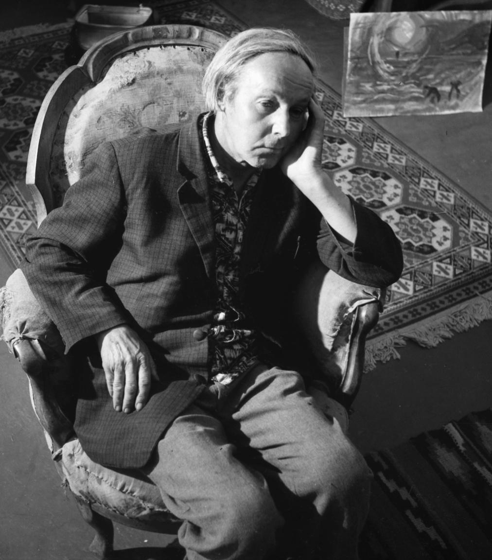 """Pirk János festő, a szentendrei új művésztelep legidősebbje parasztgyerek volt. Hét év alatt, 1933-ban végezte el a Képzőművészeti Főiskolát: """"azért olyan sokáig, mert akkor nagyon nagy szegénység volt, s a nyomorúságtól mentett meg a menza és műterem."""" Végül ösztöndíjjal Párizsba, Rómába is eljutott, és 1942-ben a nagybányai művésztelepre költözött. A háborúban tíz év munkája veszett oda, az ötvenes években a festés mellett napszámban kapált."""
