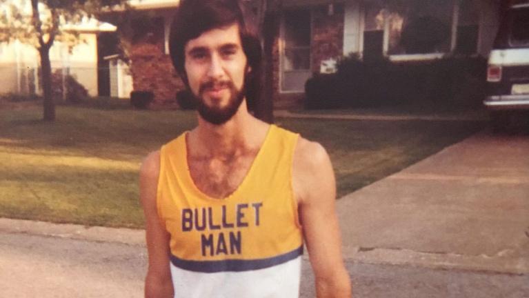 Fejbe lőtték maraton közben, de végigfutotta, és még jobb is lett