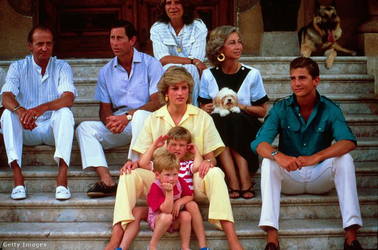 Vilmos és Harry a szemünk előtt nőttek fel, itt éppen 5 és 3 évesek, a királyi család épp Spanyolországban nyaralt.