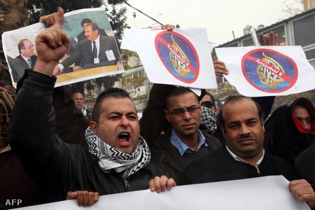 Al-Dzsazíra-ellenes palesztin tüntetők Jeruzsálemben