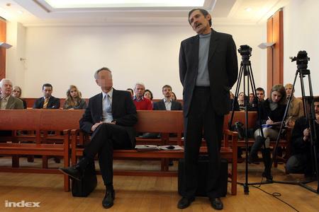 Szilvásy György hallgatja Tóth Károlyt