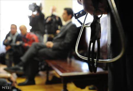 2010. május 10. S. Sándor az ítélet indoklását hallgatja a Hajdú-Bihar Megyei Bíróságon.
