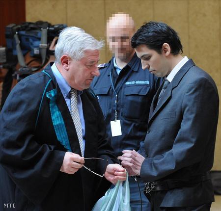 2010. november 11. A gyanúsított védőügyvédjével, Magyar Györggyel a másodfokú tárgyaláson (MTI Fotó: Oláh Tibor)