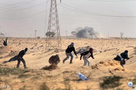 A két napja tartó küzdelemben a kormányerők nehézfegyverzettel verik vissza a felkelők rajtaütéseit