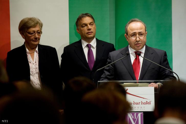 Zaid Naffa Jordánia magyarországi tiszteletbeli konzulja (j) mond beszédet a Buddha-Bar Hotel Klotild Palace megnyitó ünnepségén 2012-ben.