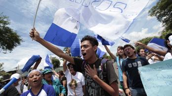 A nicaraguai elnöknek volt bátorsága ahhoz, hogy szembenézzen a dühös diákokkal