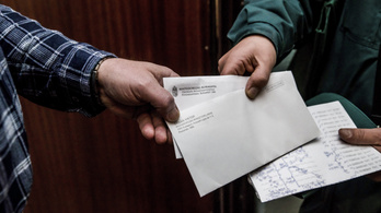 Olyanok is megkapták Orbán köszönőlevelét, akik nem tudtak szavazni