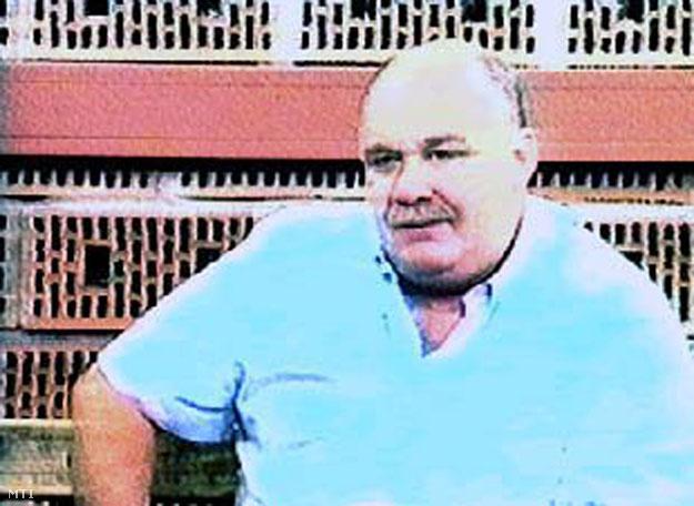 """TV-képernyőről készített felvétel, amelyen Szemjon """"Szeva"""" MOGILJEVICS orosz üzletember, akit az amerikai hatóságok a világszerte tevékeny orosz bűnszövetkezet, az úgynevezett """"vörös maffia"""" egyik vezetőjeként tartanak számon, a TV3 televíziós csatorna Napkelte című műsorában nyilatkozik Budapesten1999 júniusában."""