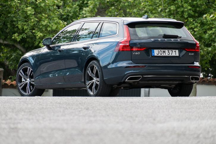 Vajon látunk-e majd ilyen szép kék autókat a magyar forgalomban, vagy mind fekete, fehér, vagy ezüst lesz?