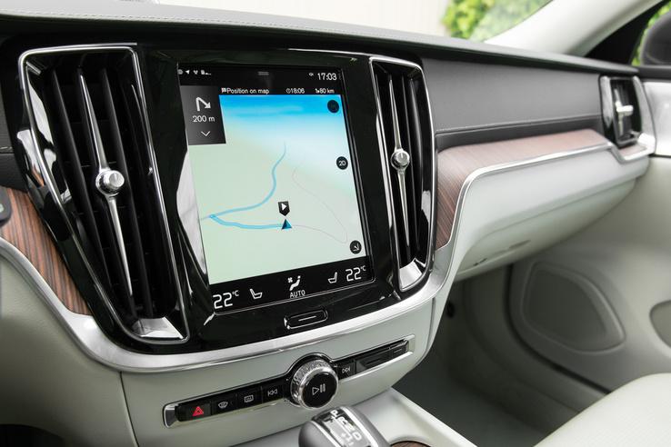 A szokásos, álló, Sensus nevű Volvo fedélzeti izé