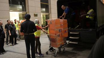 Luxustáskákat, ékszereket foglaltak le a volt malajziai kormányfőtől