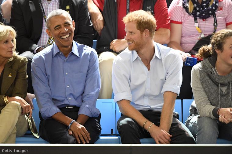 Úgyhogy váltsunk témát, nézzünk pár fotót, amin a herceg nem gyerekekkel látható, hanem más hírességekkel