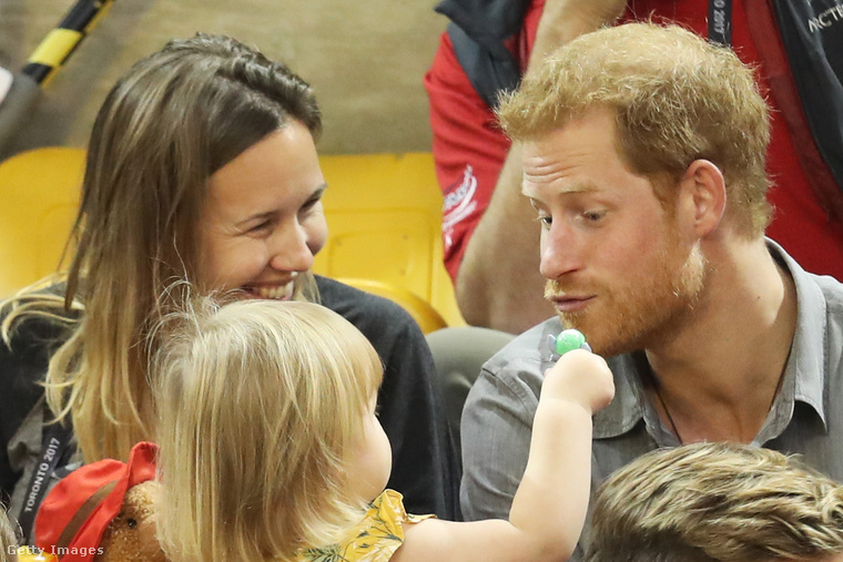 Hát ilyen Harry herceg játszomagyerekkel-feje.