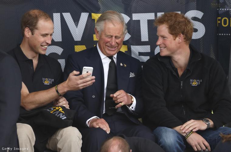 Harry herceg bátyjával és édesapjával.