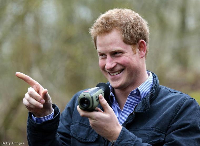 Hát köszönjük Harry hercegnek, és hadd zárjuk ezt a lapozgatót egy linkkel, ugyanis Vilmos hercegről is készítettünk egy hasonló összeállítást az ő esküvőjekor, azaz 2011-ben