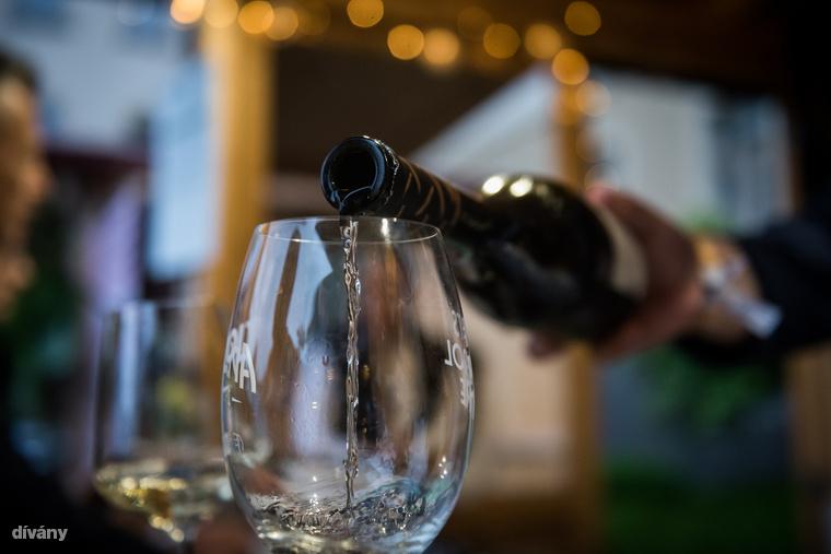 Aki szénsavmentességben gondolkozik, annak pedig ajánljuk a Barta borokat