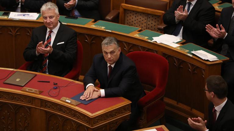 parlament orbán-kormány eskütétel percről-percre