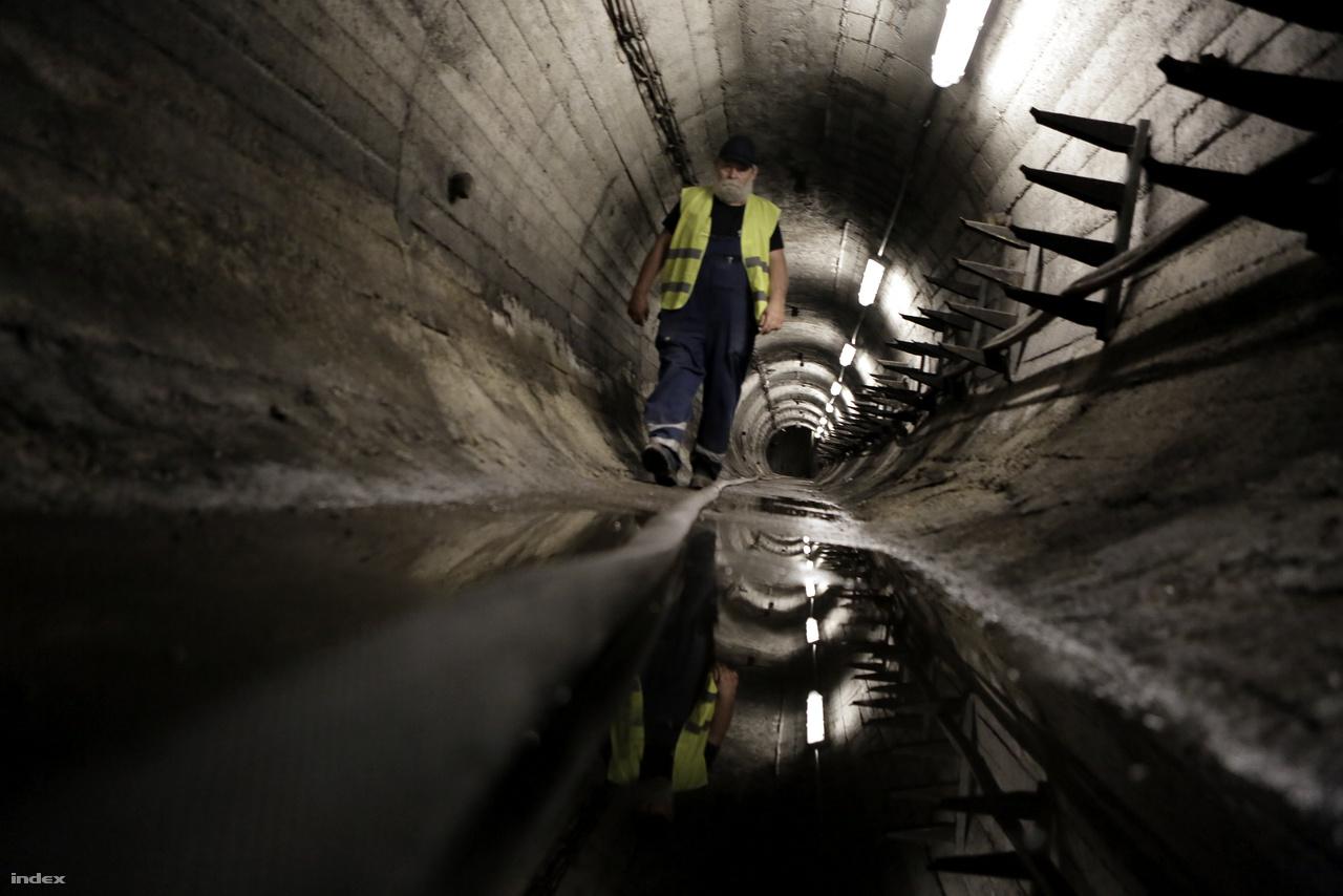 A titokzatos F4 műtárgy nem más, mint Rákosi atombunkere, ami egy 30-40 méteres mélységben kialakított óvóhely volt az állampárt vezetőinek.