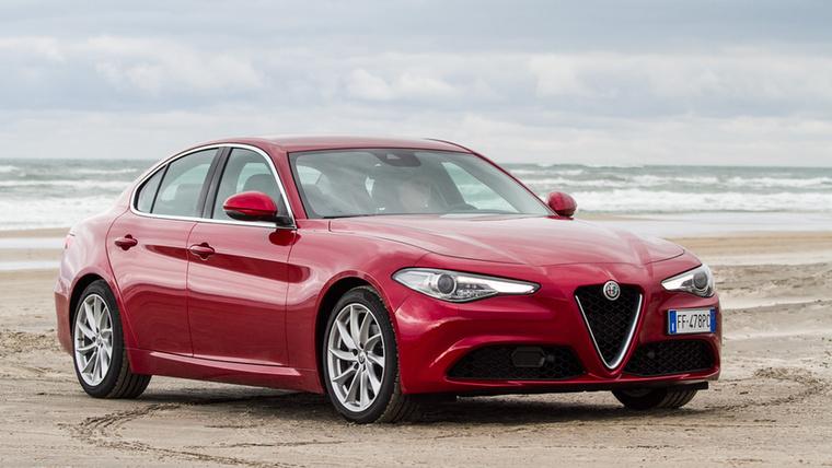 Alfa Romeo Giulia – Nagy merészség egy Alfánál 10 évvel számolni, de mindenki drukkol a Giuliának, hogy kitartson, hiszen tudja azt a jellegzetes, alfás élményt