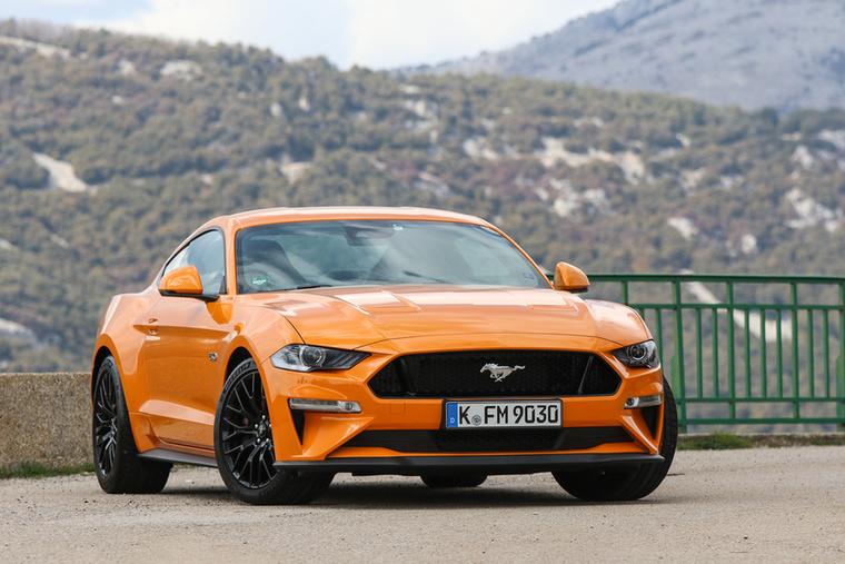Ford Mustang                          – Bár a fordos szakik állítják, hogy amíg Mustang lesz, addig V8 is lesz, de a manapság nem árt óvatosan kezelni az ilyen kijelentéseket