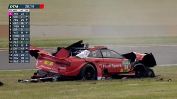 Levegőbe repült, majd ripityára tört a DTM-bajnok kocsija