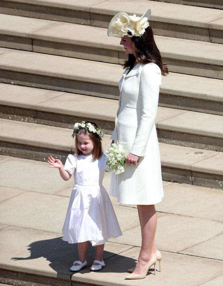 Katalin hercegné gyönyörű volt Harry esküvőjén - Csodaszép ruhát ... 44dc393c35