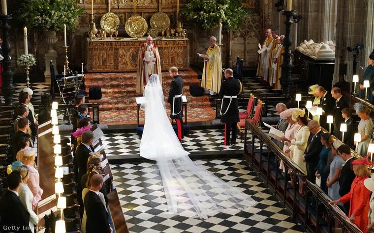 A hercegi pár az oltárnál