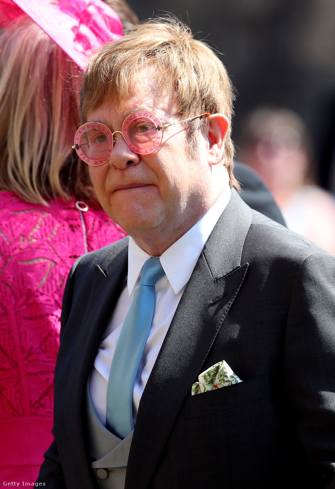 Egy darabig nem lehetett tudni, hogy Elton John mikor áll neki dalolászni - a többi fellépő után közvetlenül, vagy csak később, a lagzin, de mivel nem láttunk belőle semmit, ezért alighanem az utóbbiról lehetett szó
