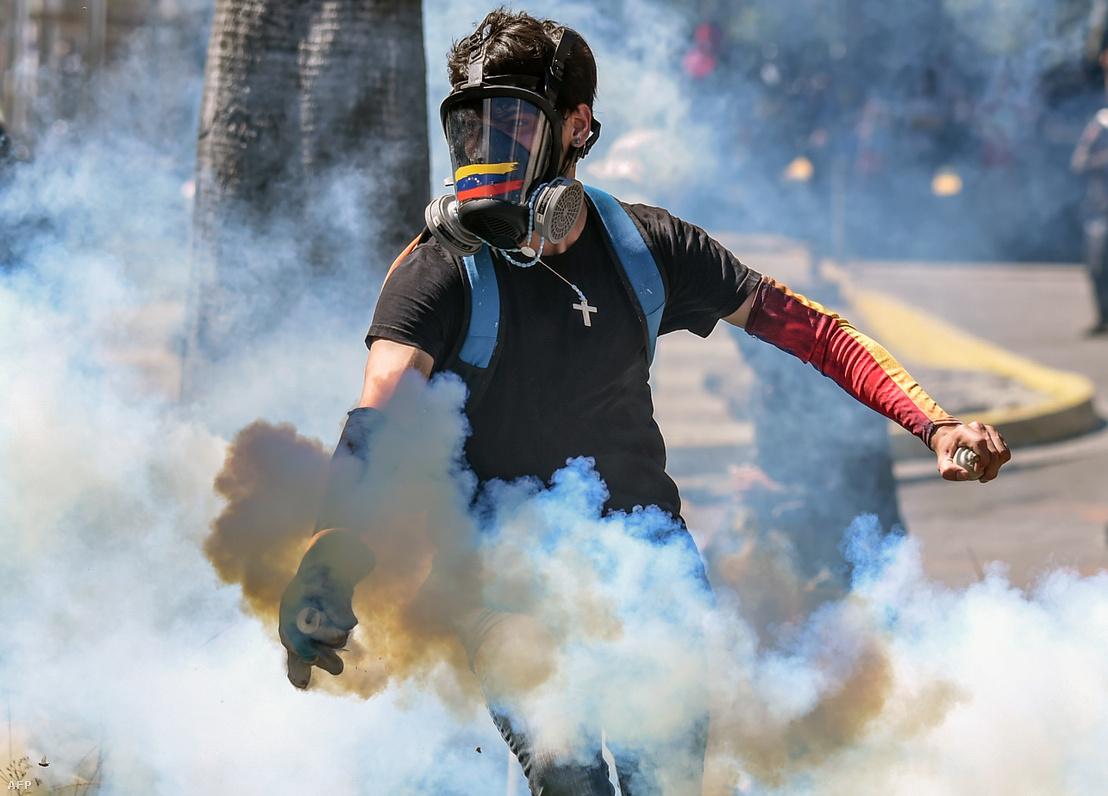 Tüntető Caracasban január 22-én